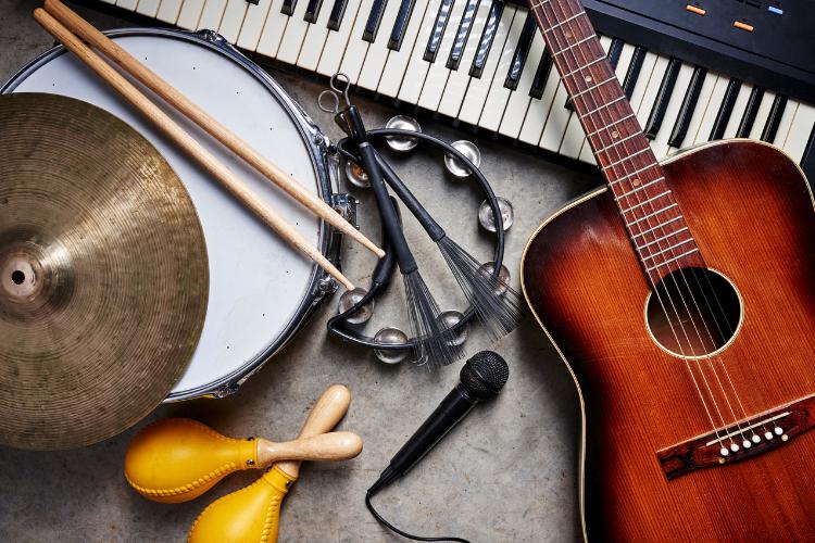 broderie diamant instruments de musique